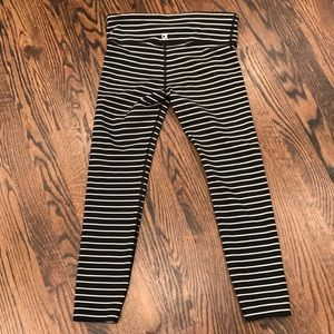Gap leggings black and white stripes. 3/4 length